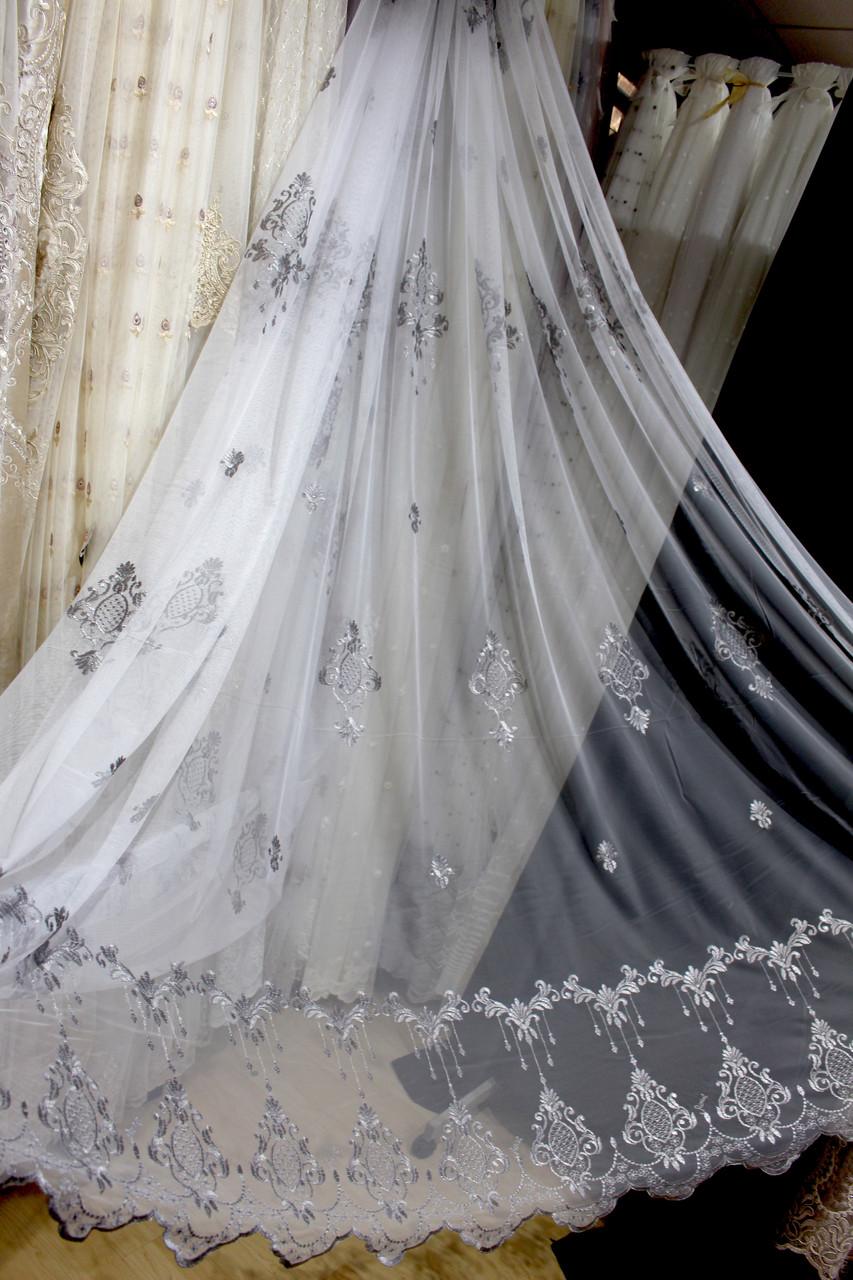 Тюль с нежной серебряной вышивкой на мягком греке-фатине в гостиную