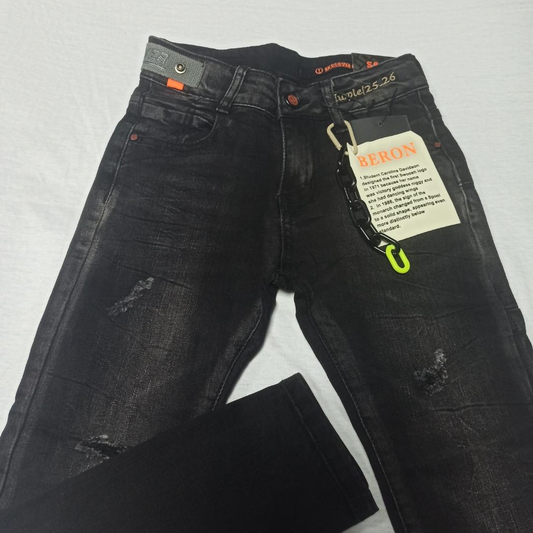 Джинсы демисезонные модные красивые оригинальные рваные чёрного цвета для мальчика.