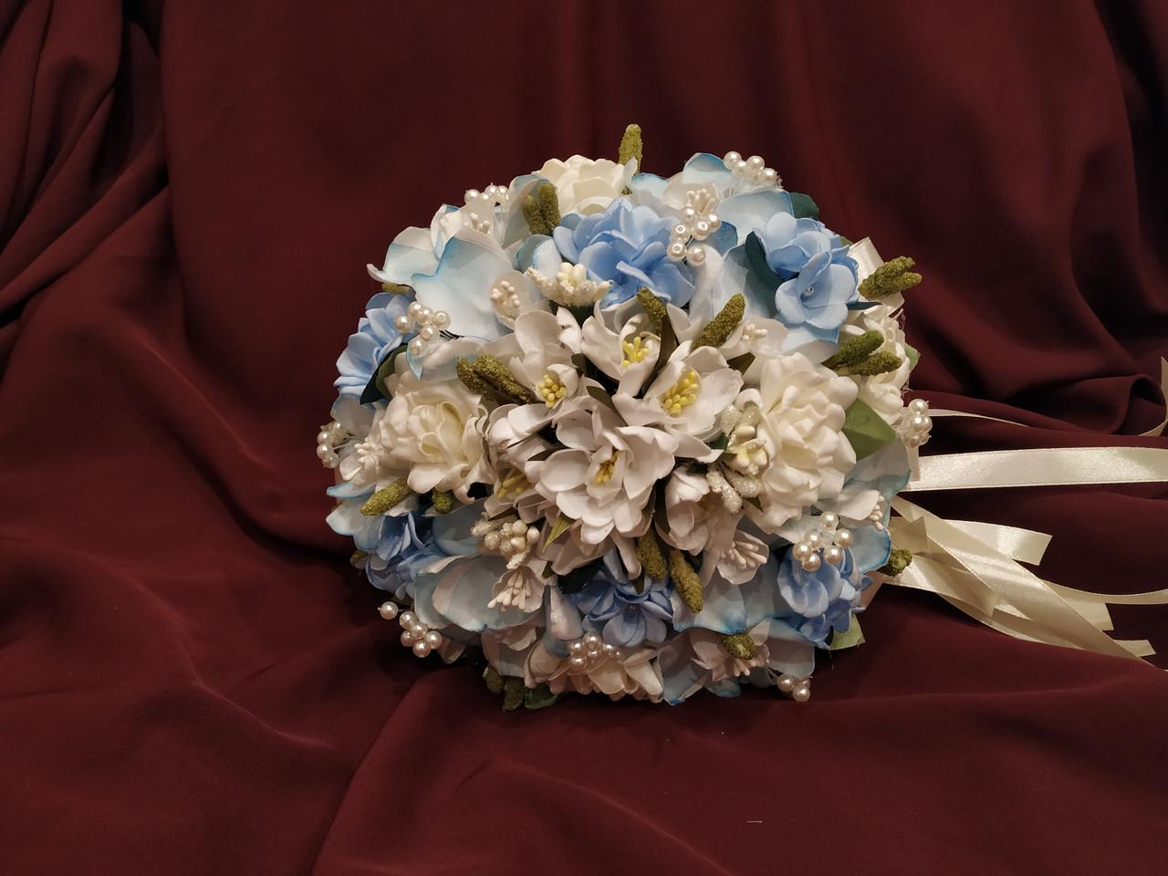 Свадебный букет-дублер из роз и орхидей голубой с молочным