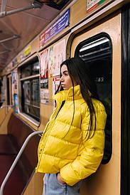 Женская яркая желтая весенняя куртка