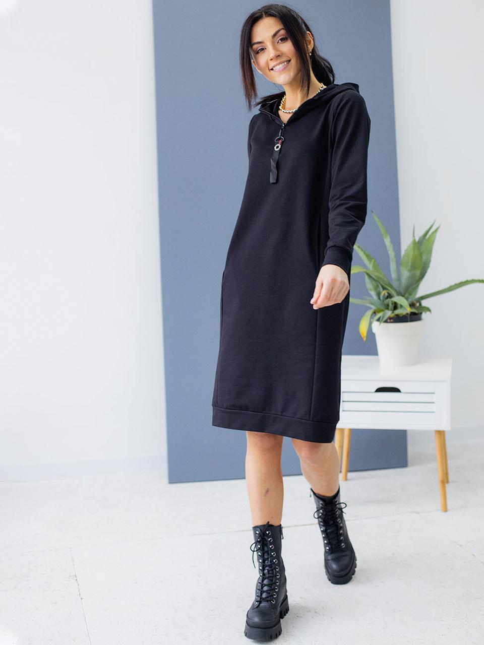 Спортивное платье-худи с капюшоном черного цвета. Модель 3149. Размеры 44-50