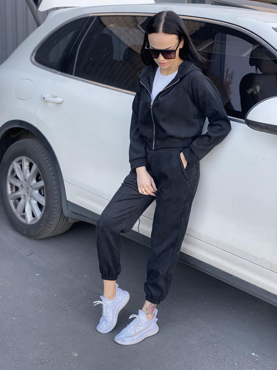 Женский черный вельветовый спортивный костюм с капюшоном