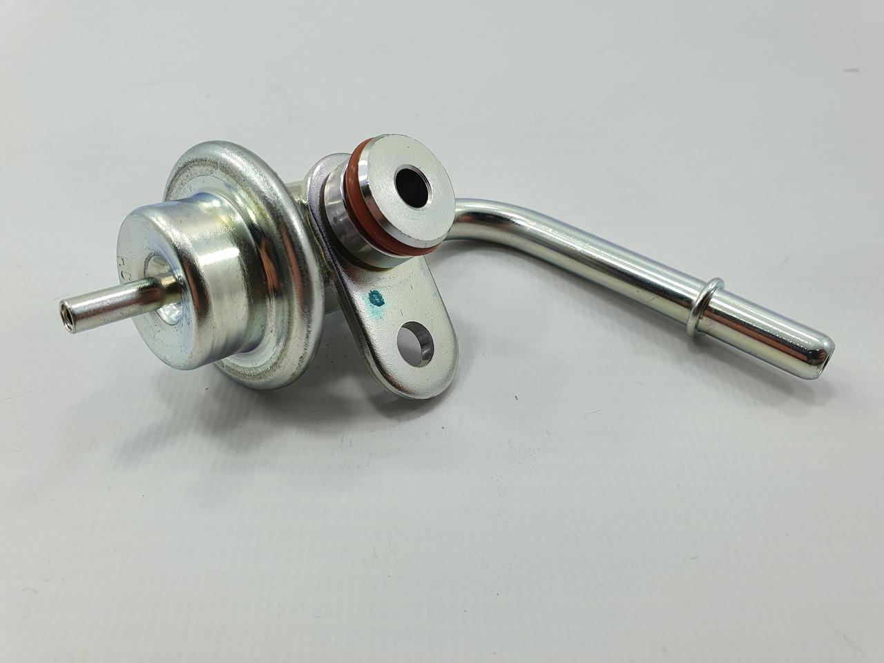 Регулятор давления топлива кривой  LANOS 1,5 /NEXIA 1.5 SOHC GM Корея (ориг)