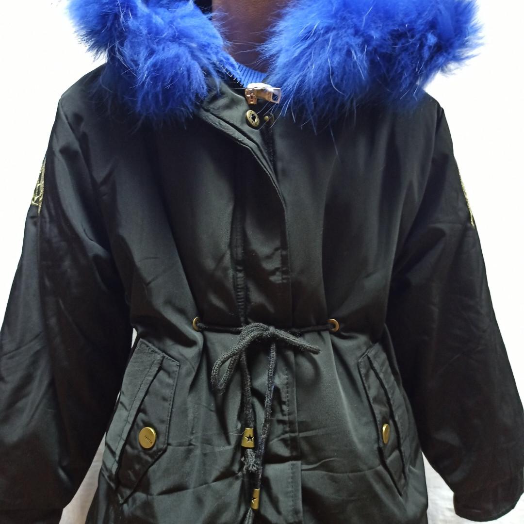 Куртка зимняя модная нарядная красивая оригинальная теплая чёрного цвета с для девочки.