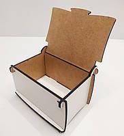 Подарочная коробка в форме шкатулки белого цвета ДВП