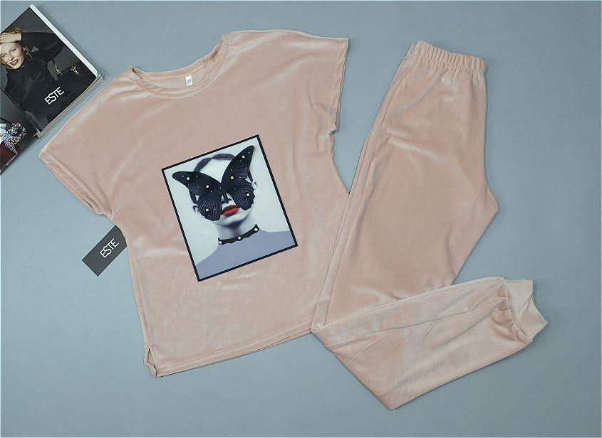 Комплект плюшевый теплый футболка и штаны с рисунком.