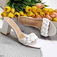 Лаконичные женственные белые шлепки шлепанцы сабо на устойчивом каблуке