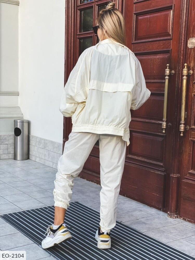 Спортивний жіночий костюм з плащової тканини