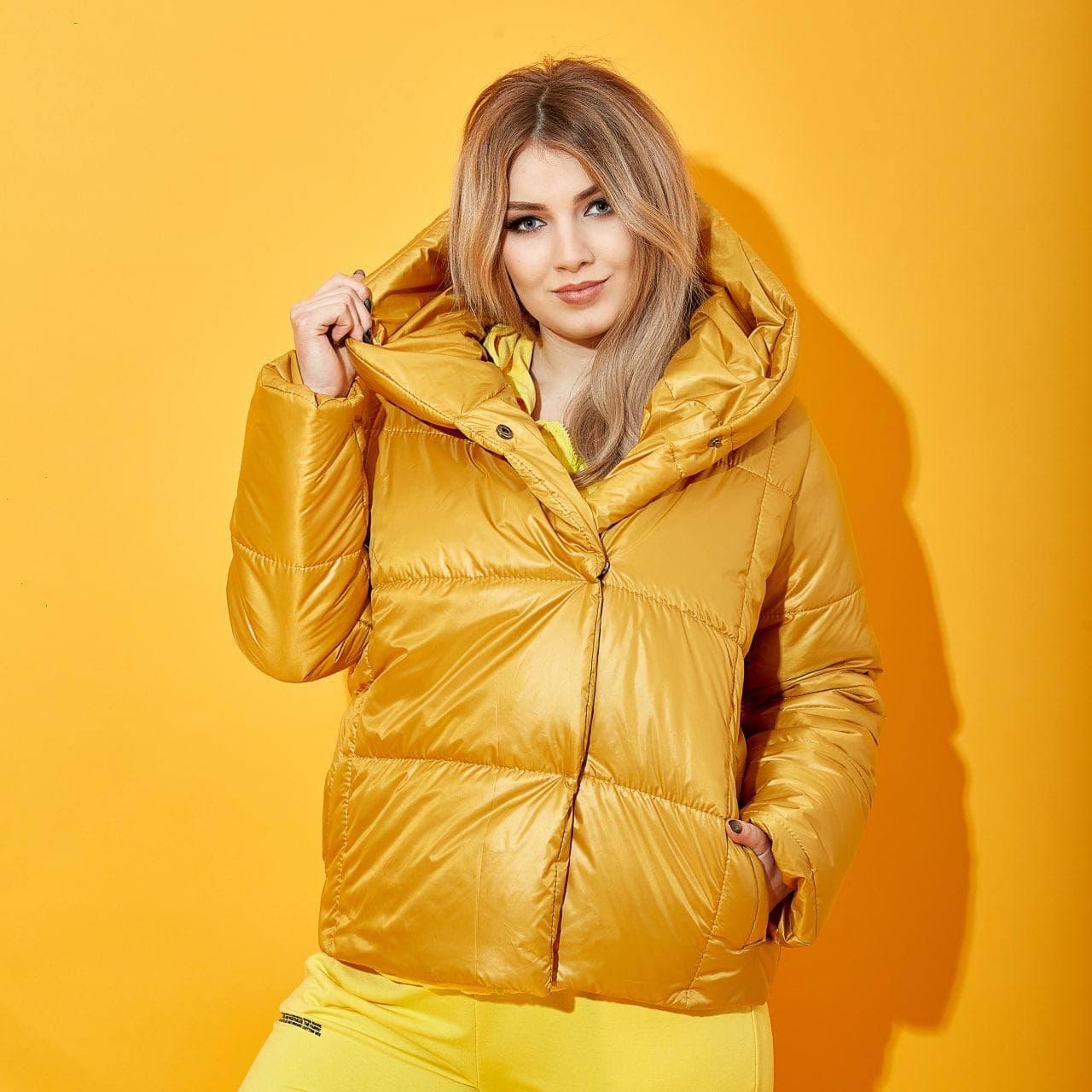 """Жіноча стьобана коротка весняна куртка """"зефірка"""" на синтепоні, з капюшоном, батал великі розміри"""