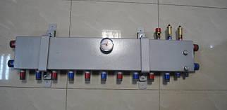 Колектор для опалення на 5 виходів) в 1 болванці