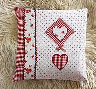 Подушка красная с сердечками 204200
