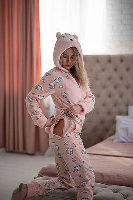 Пижама комбинезон с карманом (вырезом) на попе теплая розовая с овечками