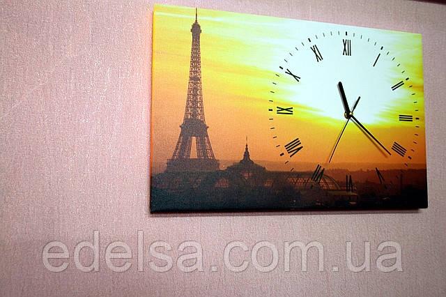 Часы на холсте с картиной