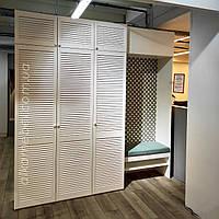 Шафа жалюзійна у вітальню. Модель шафи жалюзійної в коридор 2021 року. Шафа в тц Б52