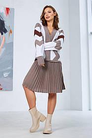 """Комфортный женский костюм юбочный с принтом """"зигзаг"""" цвет капучино,  размер оверсайз 42-50"""