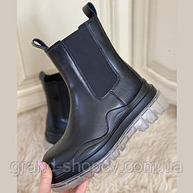 Женские кожаные демисезонные ботинки Челси черного цвета на резинках 735