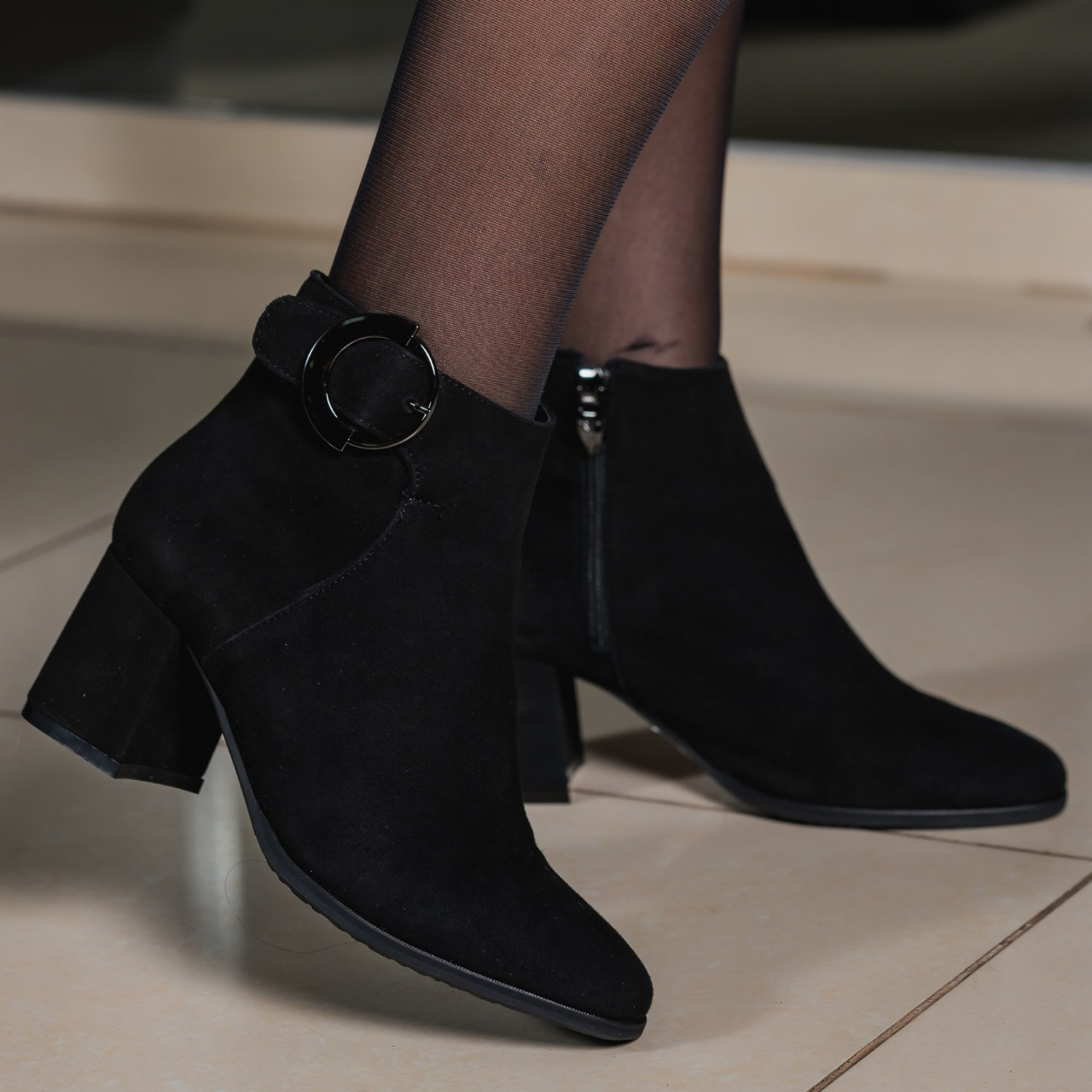 Женские замшевые ботинки черные на каблуке байка весение Италия