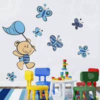 Виниловая детская наклейка на стену Мишка и бабочки