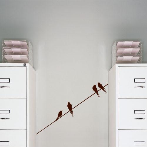 Интерьерная виниловая наклейка Птицы на проводе самоклеющаяся пленка ласточки птички матовая 906х170 мм