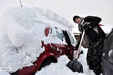 Почистим машину от снега Киев.Откопаем вашу машину от снега