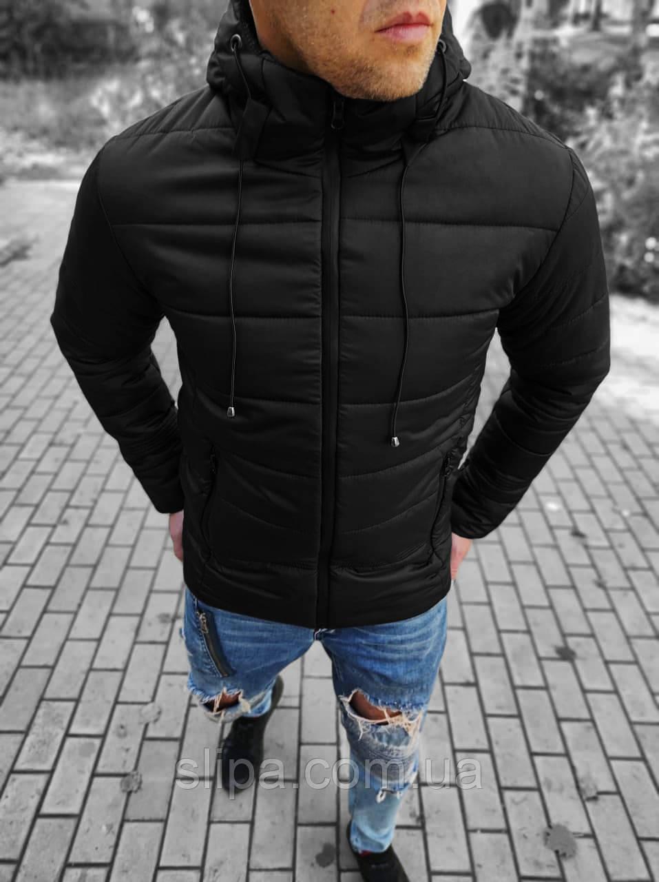 Чоловіча молодіжна зимова куртка з капюшоном чорного кольору на блискавці