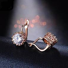 Маленькі класичні жіночі сережки з камінням елітна біжутерія позолота 18К, фото 3