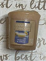 """Ароматическая свеча """"Персик с кремом"""" Yankee Candle"""