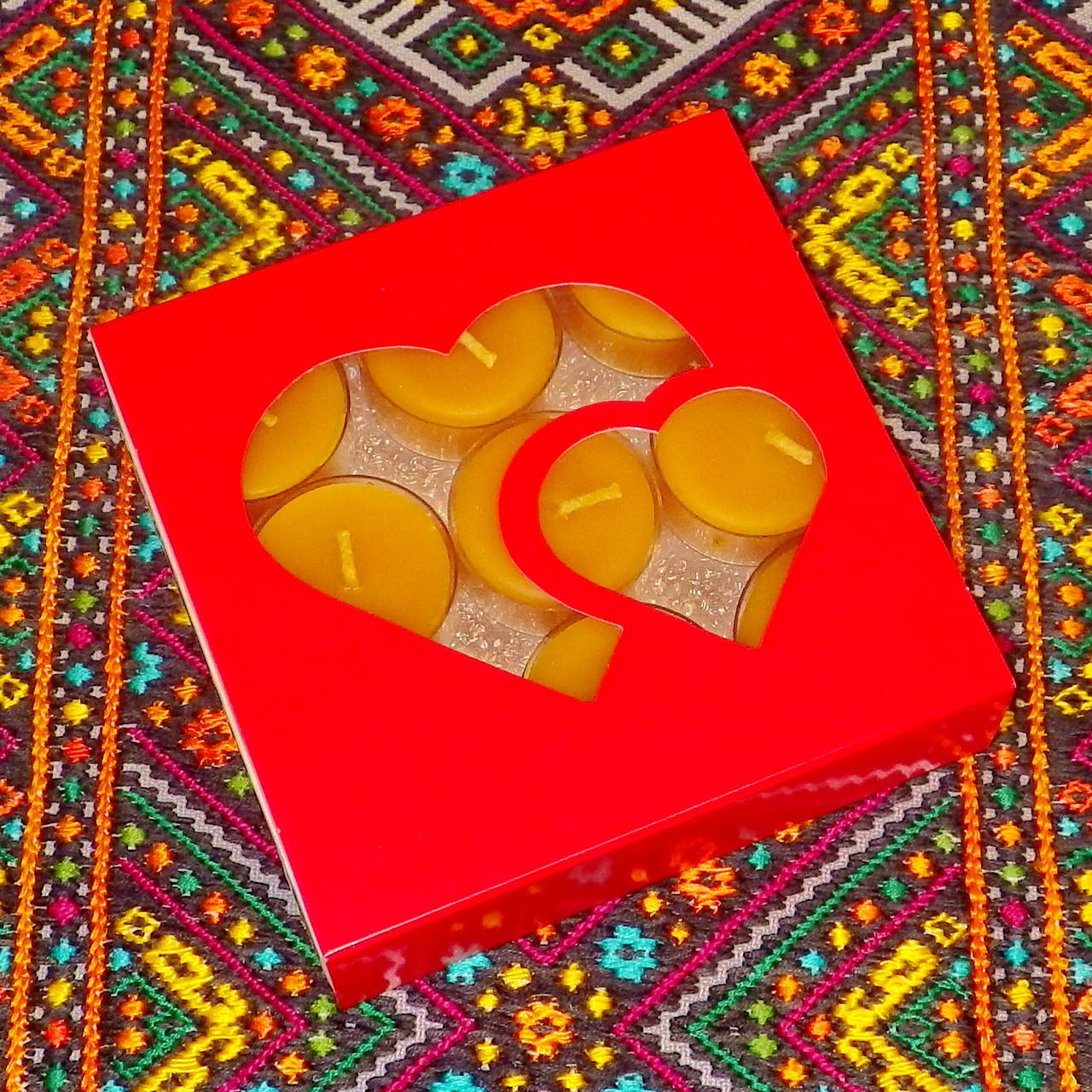 Подарочный набор круглых восковых чайных свечей 15г (9шт.) в коробке Красное Сердце