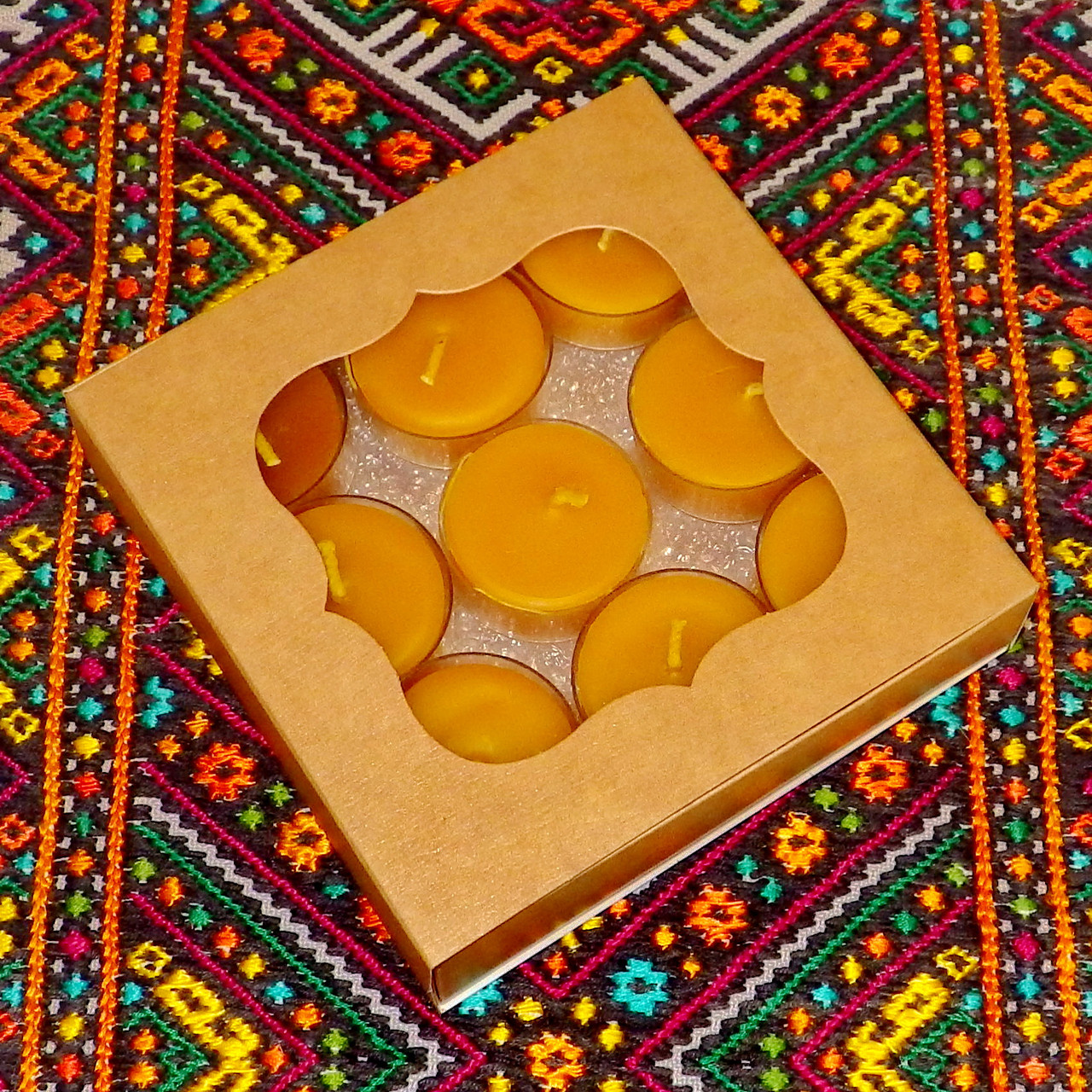 Подарочный набор круглых восковых чайных свечей 18г (9шт.) в коробке Бежевый Крафт