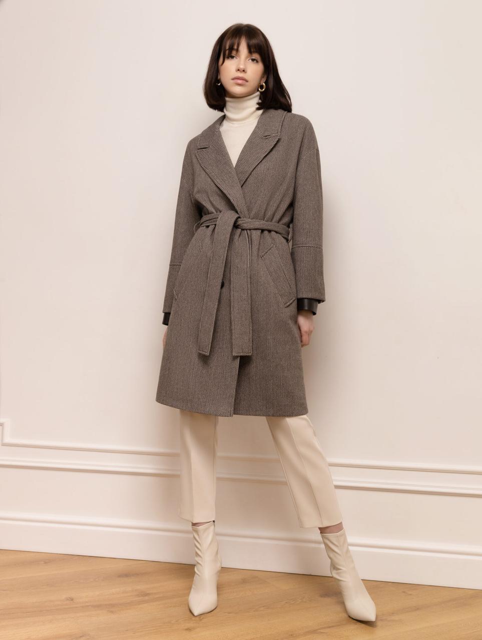 Женское демисезонное  двубортное пальто с кожаными манжетами М 347