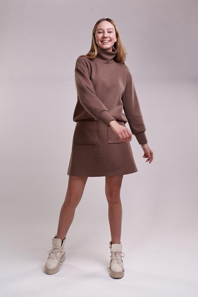 Трикотажный женский костюм с короткой юбкой темно-кофейный