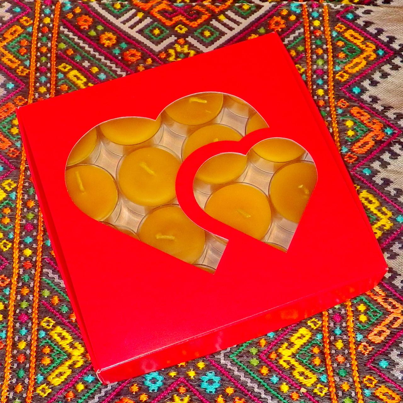 Подарочный набор круглых чайных восковых свечей 15г (16шт.) в коробке Красное Сердце