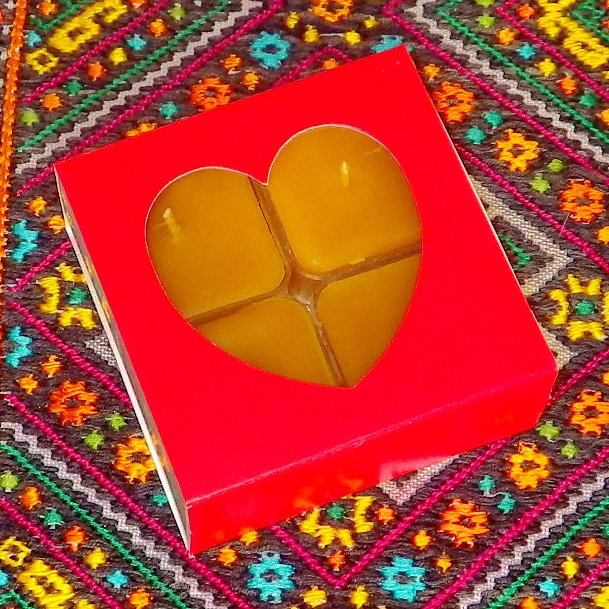 Подарочный набор квадратных чайных восковых свечей (4шт.) в коробке Красное Сердце