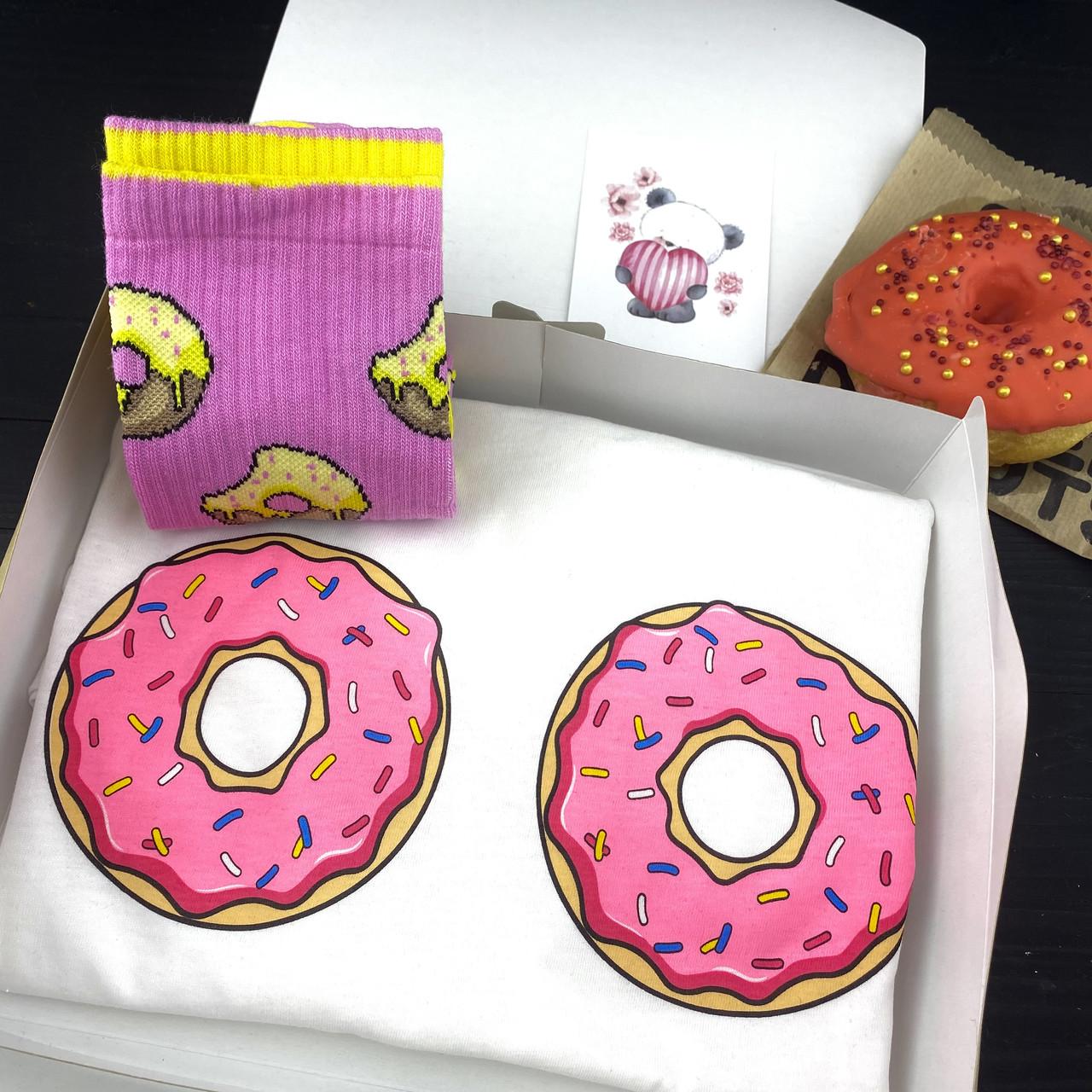 """Подарочный набор женский. Футболка с принтом """"Пончики"""", носки с принтом """"Пончики"""""""