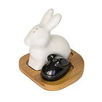 """Набор емкостей для специй на подставке Krauff, для соли и перца фарфоровы """"Большой и маленький кролик"""" 275-001"""
