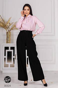 Деловой брючный костюм с блузой в горох, ворот-стойка на завязках с 42 по 48 размер