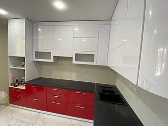 Кухня в двокомнатній квартирі в новобудові
