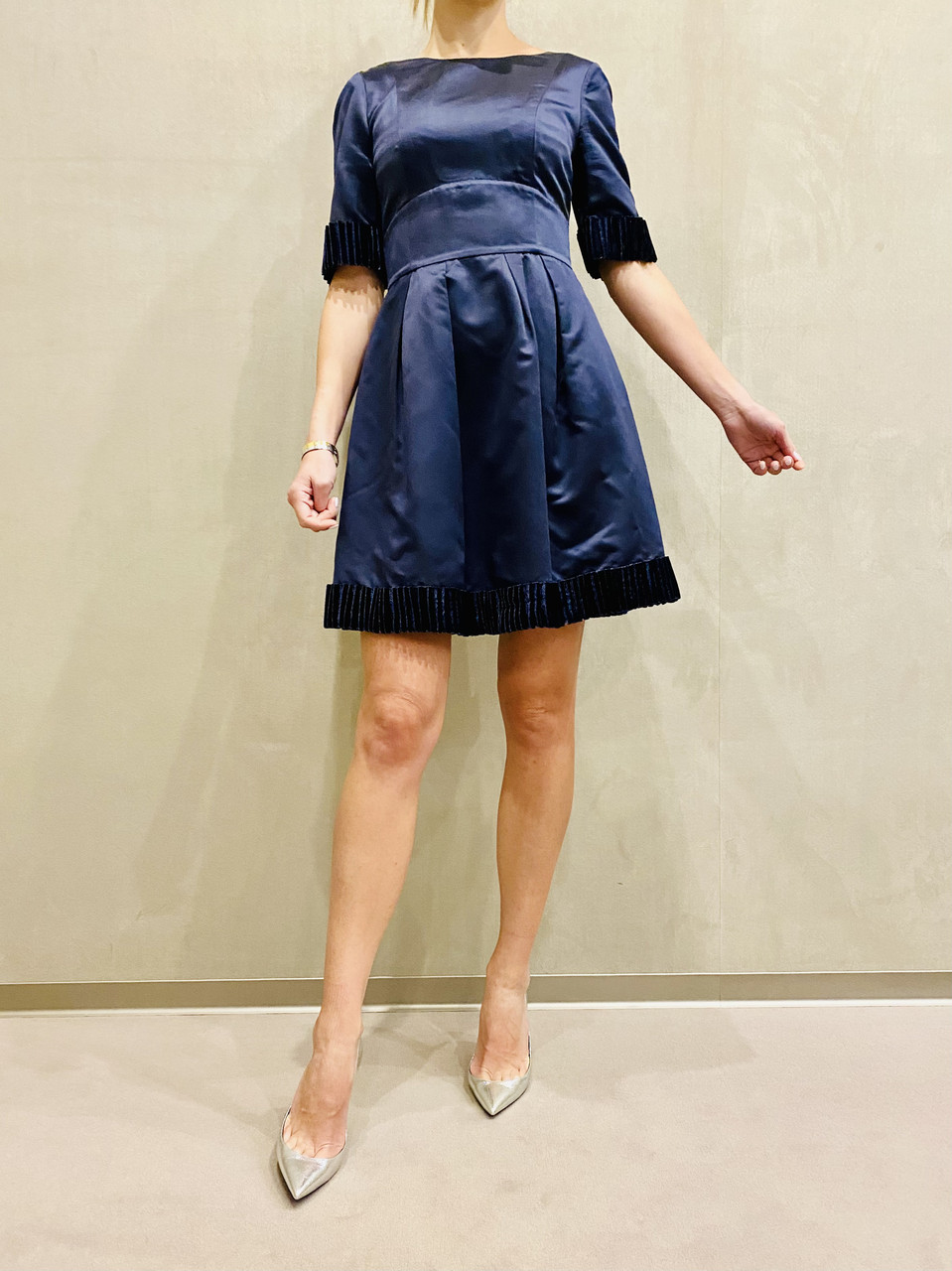 Платье женское коктейльное короткое темно синее с коротким рукавом молодежное стильное яркое