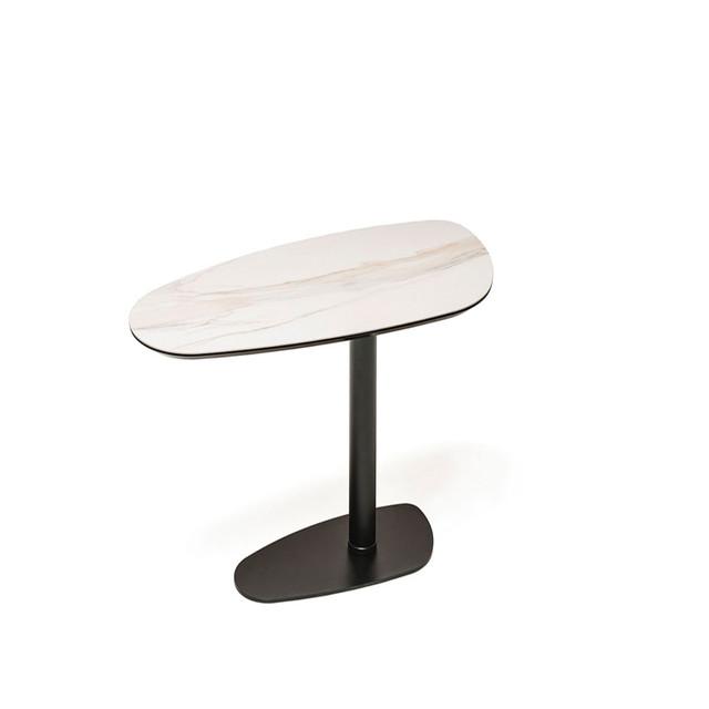 Овальний стіл з марамора