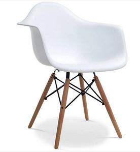 Обеденное белое кресло Тауэр Вуд на деревянных ножках пластиковое сидение