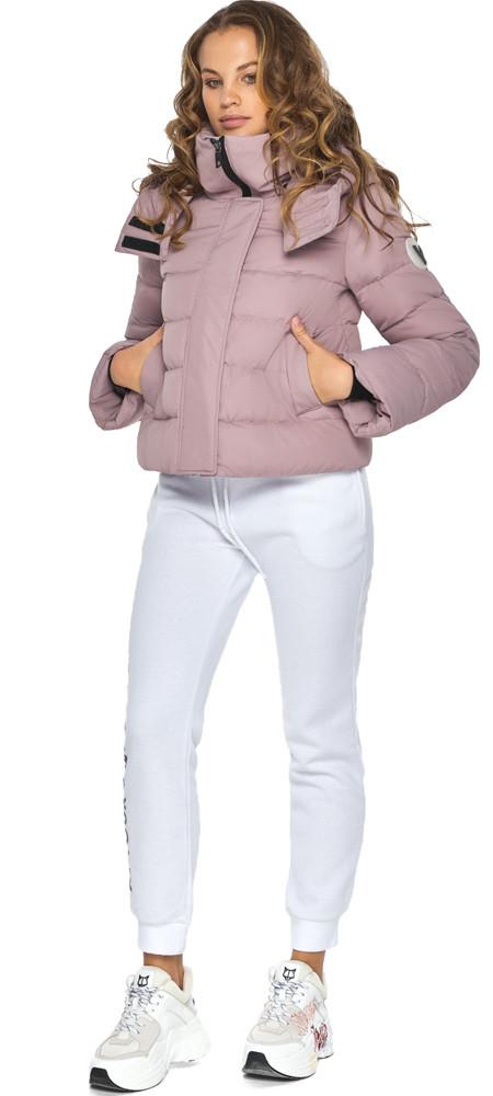 Женская короткая куртка осенне-весенняя цвет пудра модель 21470
