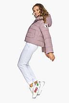 Женская короткая куртка осенне-весенняя цвет пудра модель 21470, фото 3