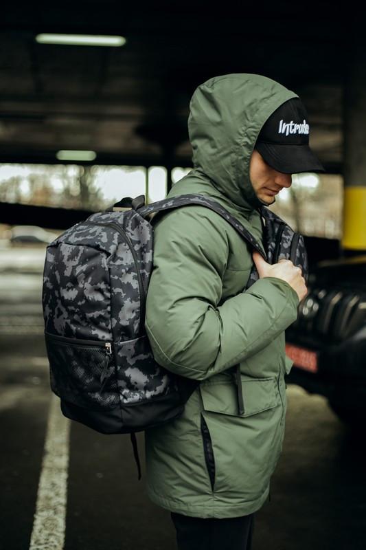 Рюкзак Intruder черного цвета с серым рисунком камуфляж