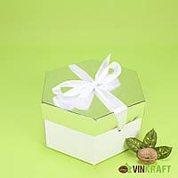 Коробка 170*200*100  подарункова з бантом, біло-срібна