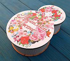 Шкатулка. Дерев'яна коробка на 8 березня, упаковка для подарунків. Кольоровий друк. З 8 березня