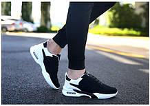 Черные кроссовки с белыми вставками