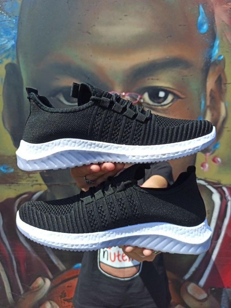 Мужские летние кроссовки сеточка черные
