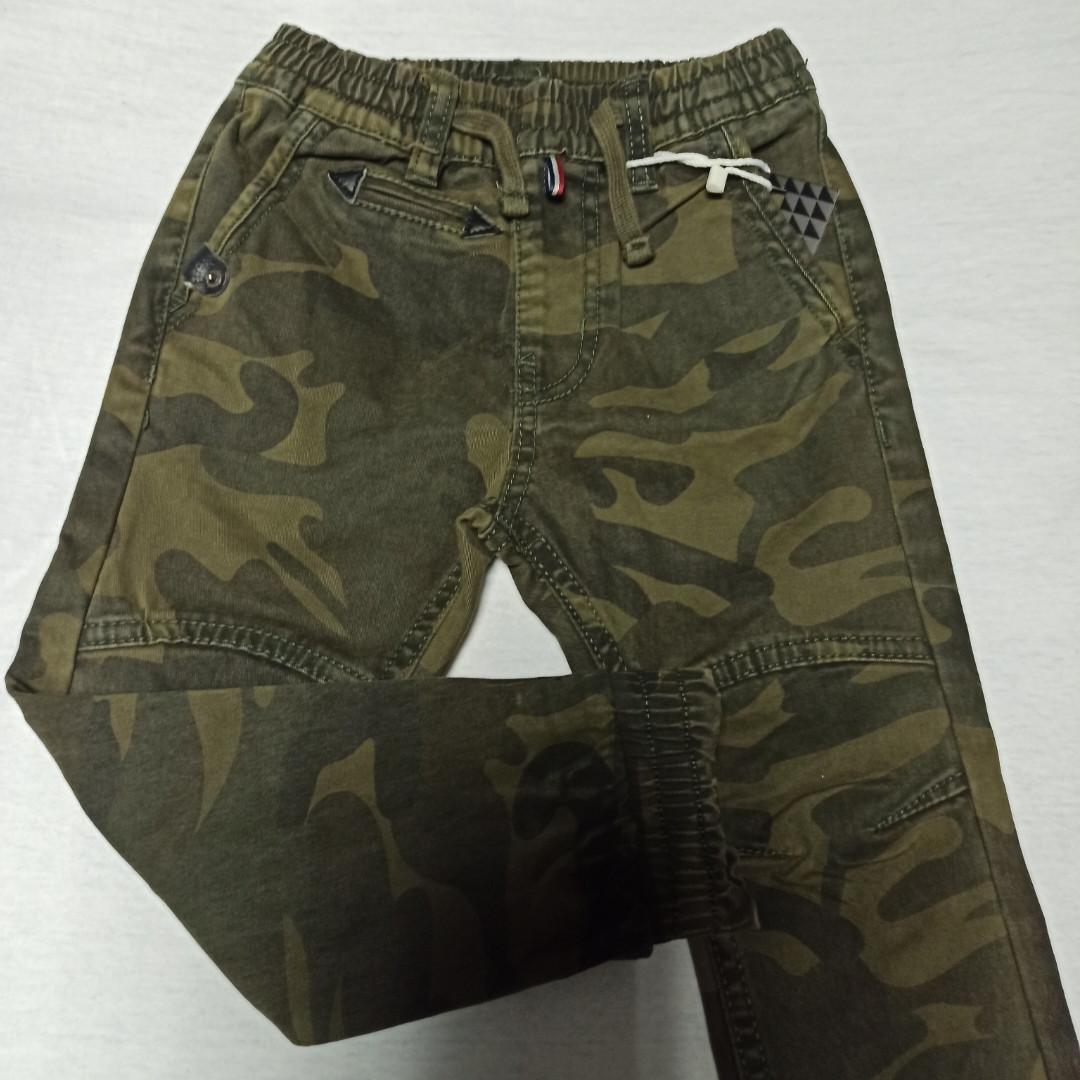 Джинсы демисезонные модные красивые оригинальные для мальчика. Низ штанов на манжете.