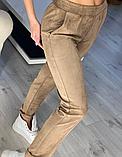 Модные женские замшевые штаны на резинке, с карманами. Однотонные. Замша на дайвинге. 4 цвета, фото 6