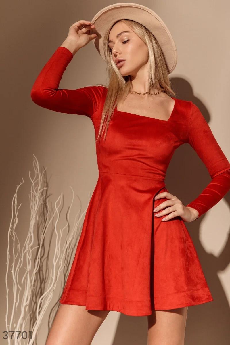 Красное платье с акцентным вырезом XS,S,M,L